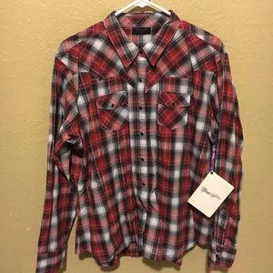 Plain wrangler button up shirt